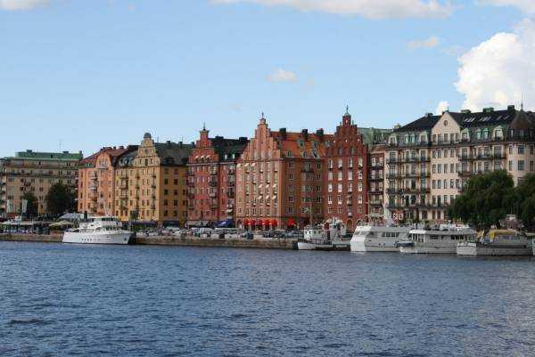 Drottningholms'e giden tekneden Stockholm'un Norr Mälarstrand Kungsholmen bölgesi...