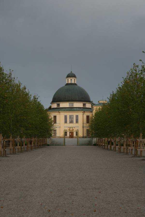 Drottningholm Sarayı bahçesi…