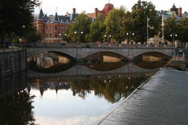 Örebro Svartån Nehri'nin Hjälmaren Gölü'ne döküldüğü yerde kurulmuş bir kent…