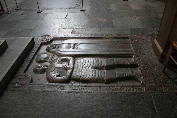 Vadstena Abbey Kilisesi zeminindeki korunmaya alınmamış mezar kapakları...