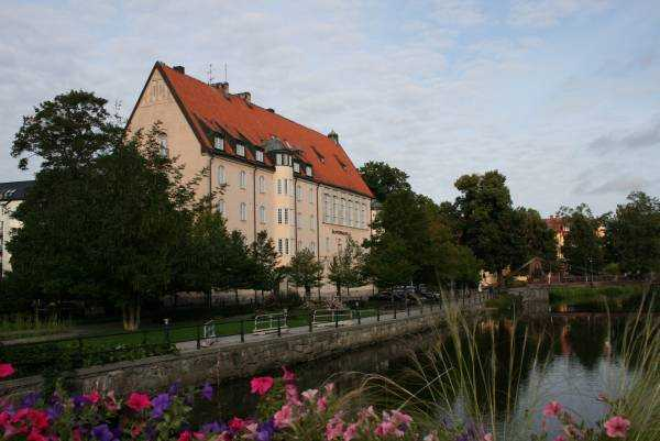 Fyrisån Nehri kıyısındaki Uppsala kenti