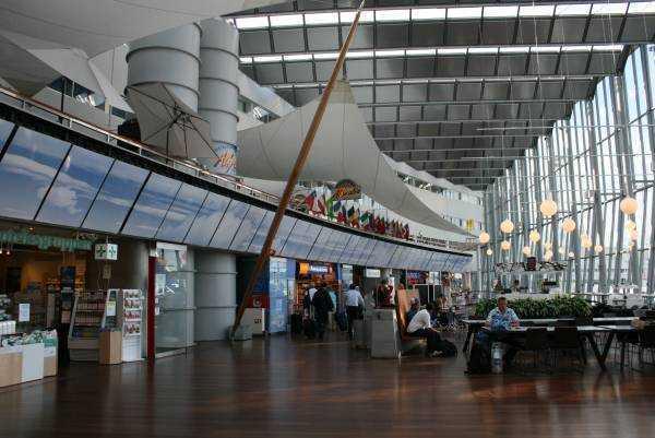 Ahşap parkeleri ile İsveç'in Arlanda Havaalanı – Terminal-5