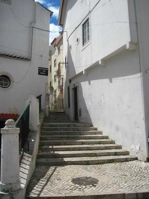 Alfama'nın daracık sokakları