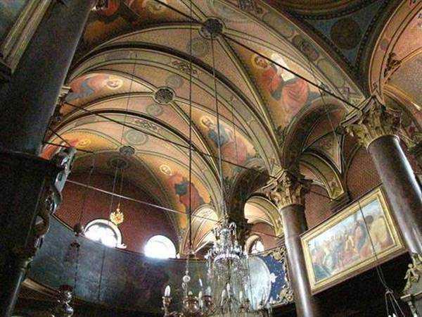Kilisenin İçinden Bir Görüntü