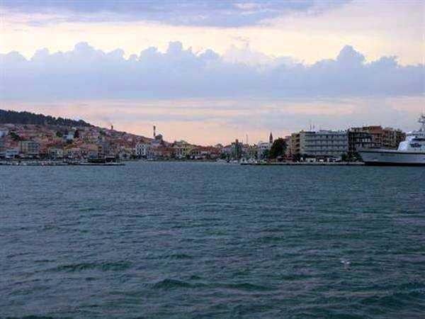 Mitilini Limanı Girişi