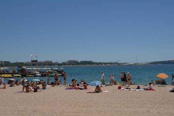 Cannes Halk Plajı