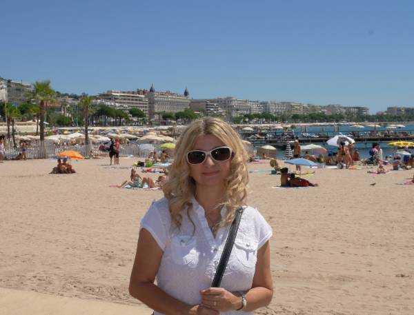 Cannes Halk Plajı -  Arka fonda La Croisette
