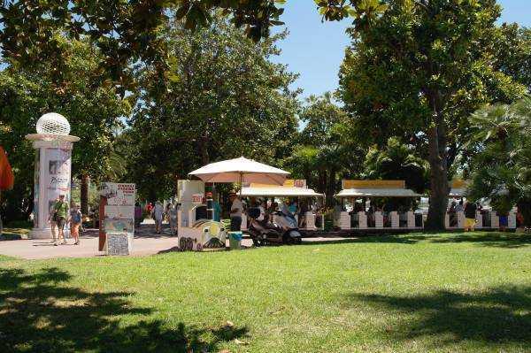 Festival Sarayının yanındaki park