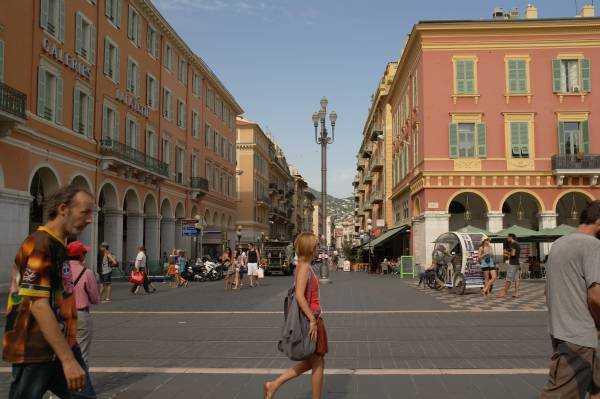 Place Massena'ya açılan alışveriş caddeleri
