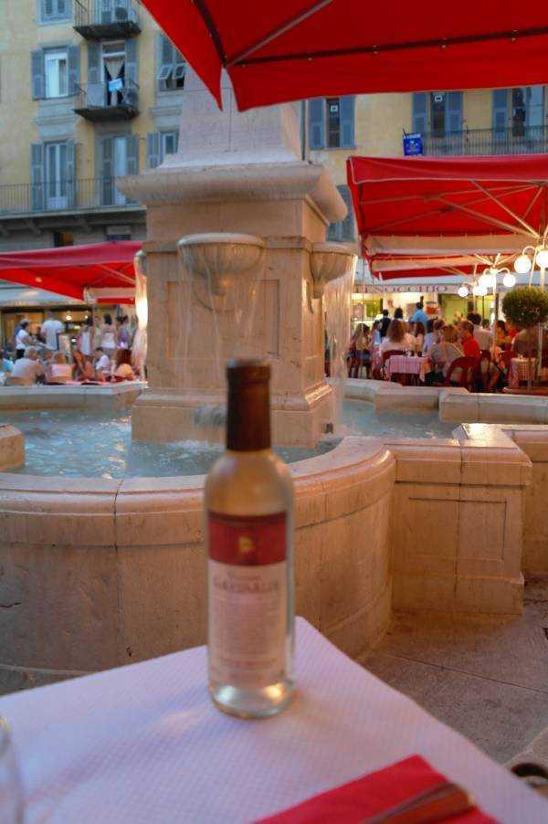 Ve tabii ki beyaz şarap...