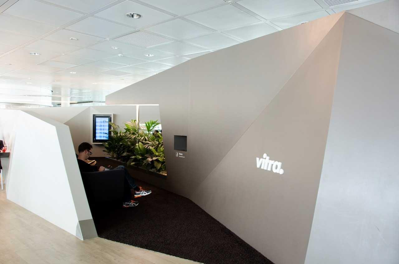 Münih Havaalanı'nda Vitra'ya ait dinlenme tesisi. Uçağı beklerken harika bir mola yeri…