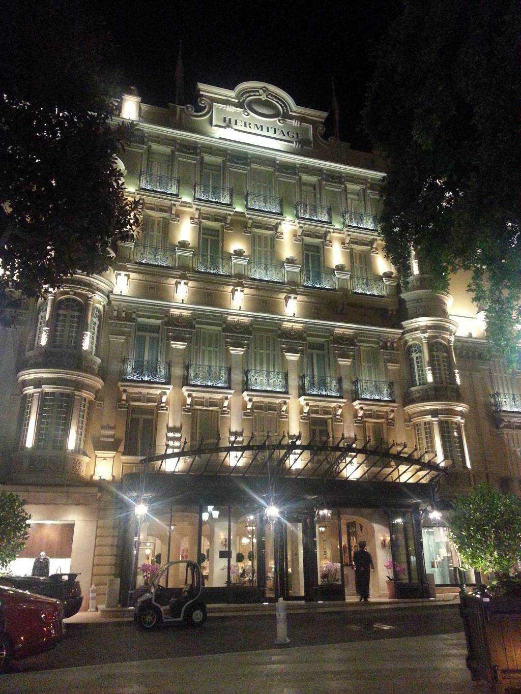 Hermitage Hotel gece ışıklarıyla daha da bir güzeldi...
