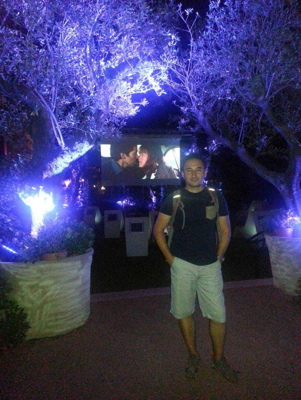 Monte Carlo Opera Binasının bahçesinde sinema keyfi