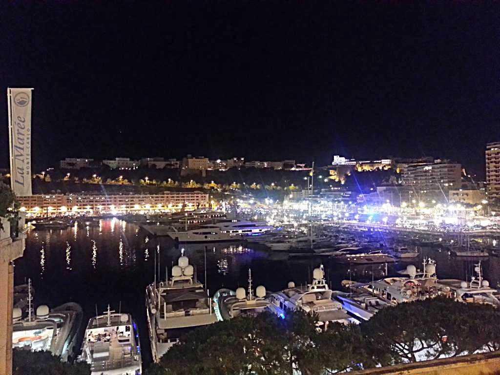 Tepeden Port Hercule gece manzarası