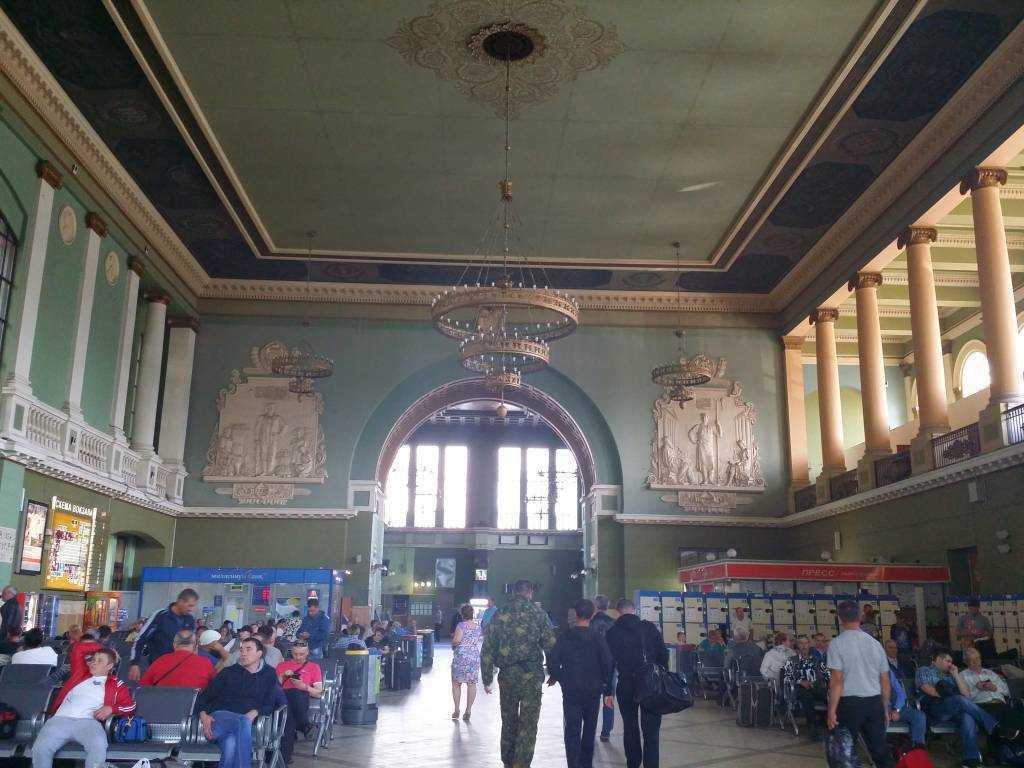 Kievsky Tren İstasyonunun içi...