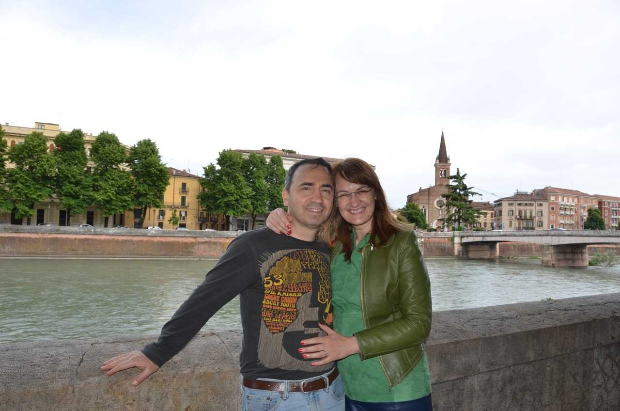 Adige Nehri – Arka planda Verona'daki onlarca kiliseden biri olan San Tomaso Kilisesi…