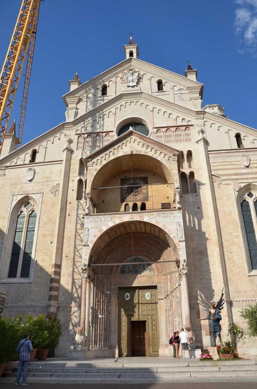 Romanesk üsluptaki kilise Duomo Cattedrale di Santa Maria Matricolare - Verona…