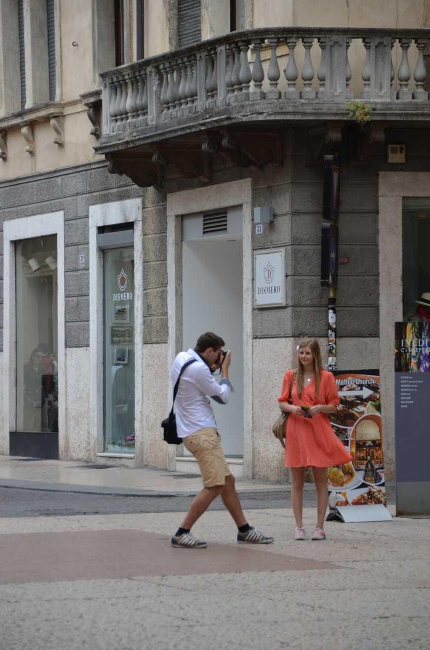 Porta dei Borsari'de turistler – Verona…