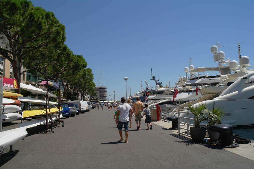 Port Hercule sahil yolu