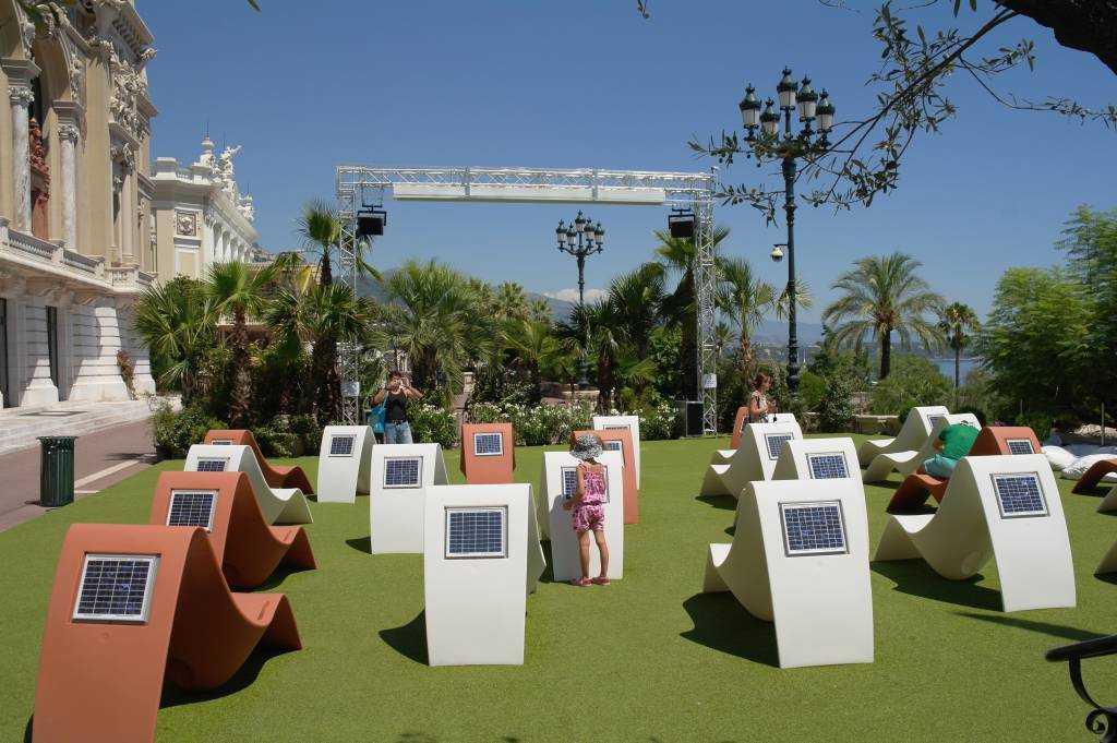 Monte Carlo Opera Binasının bahçesi