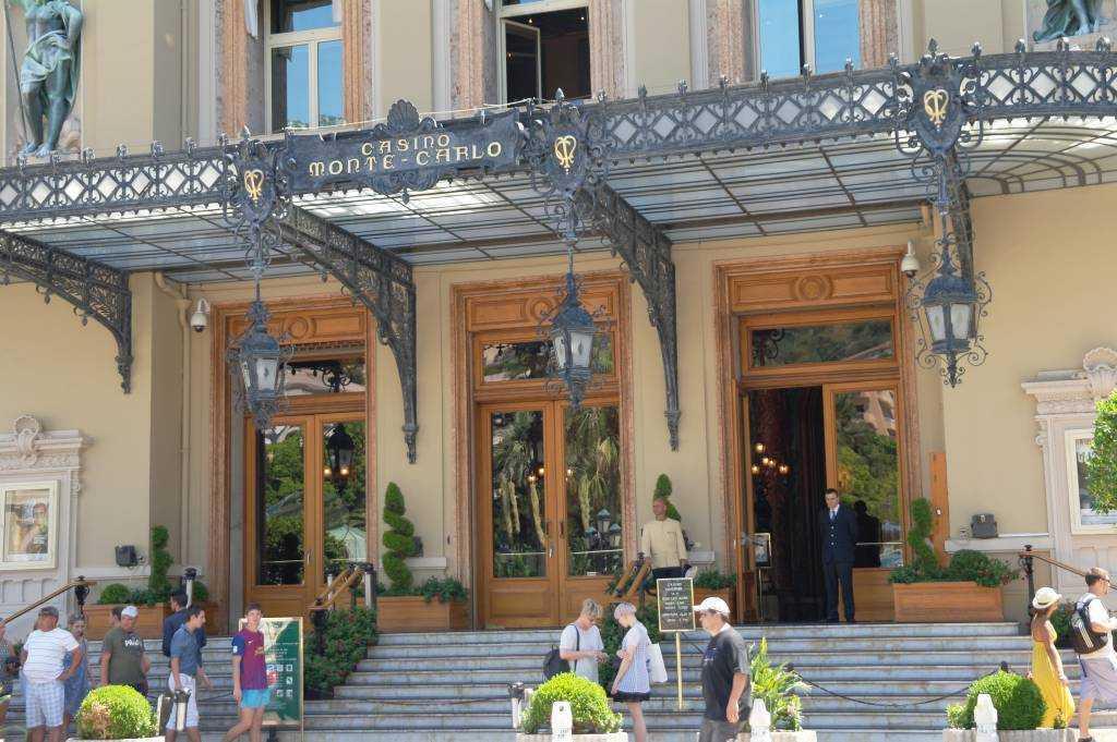 Casino de Monte Carlo girişi