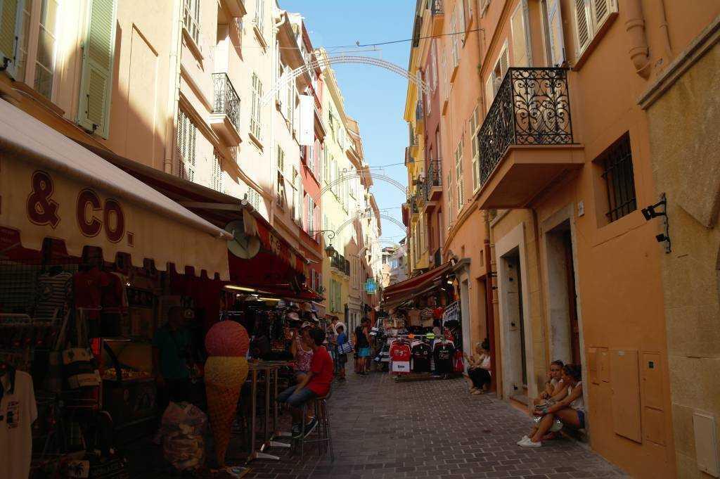 Monac-ville ara sokaklar