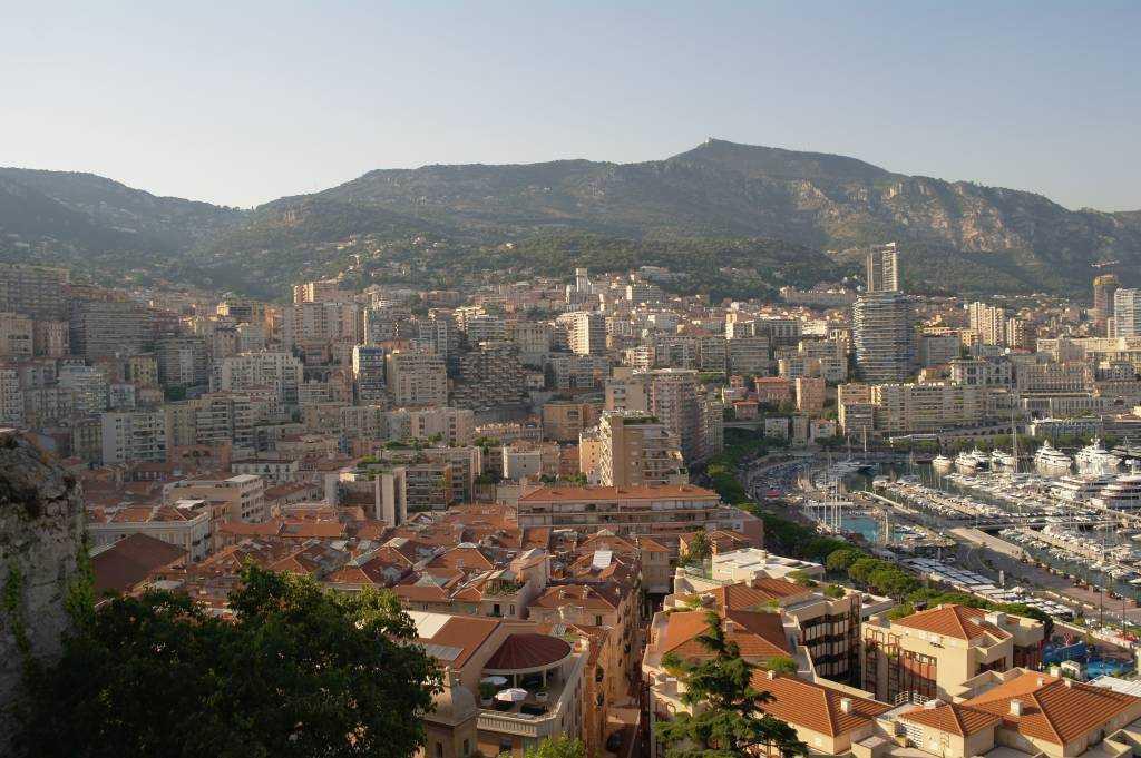 SASaraya çıkarken yokuştan Monako La Condamine manzarası