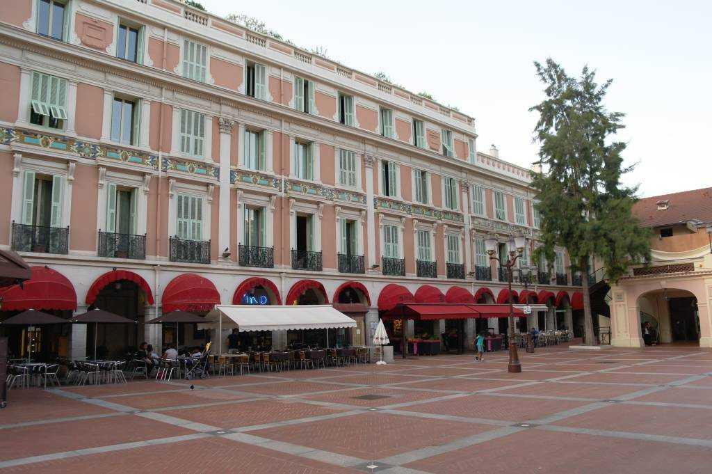 Monako - La Condamine bölgesinde güzel bir meydan