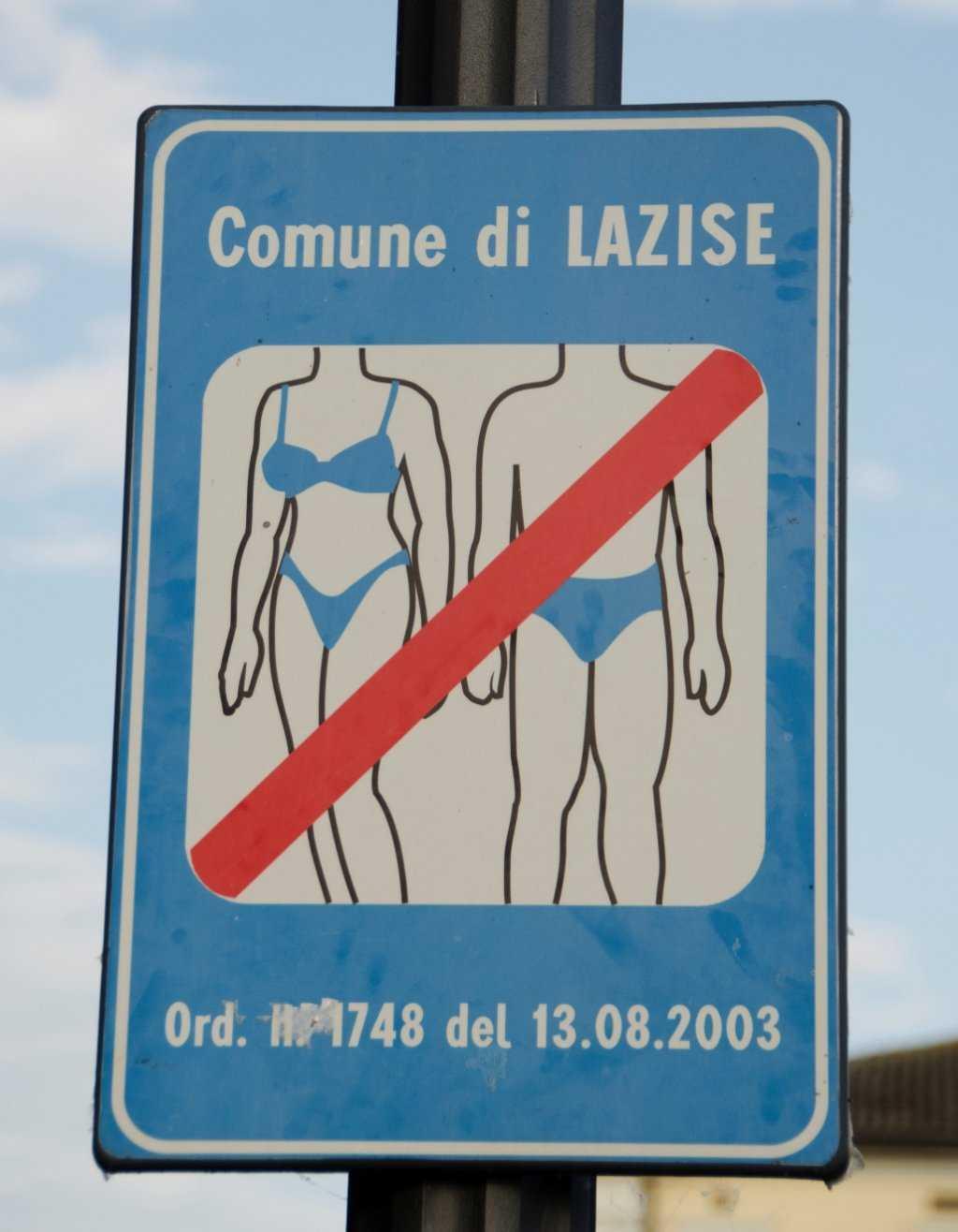 Limanda mayo ile dolaşmanın yasak olduğunu anlatan bir tabela…