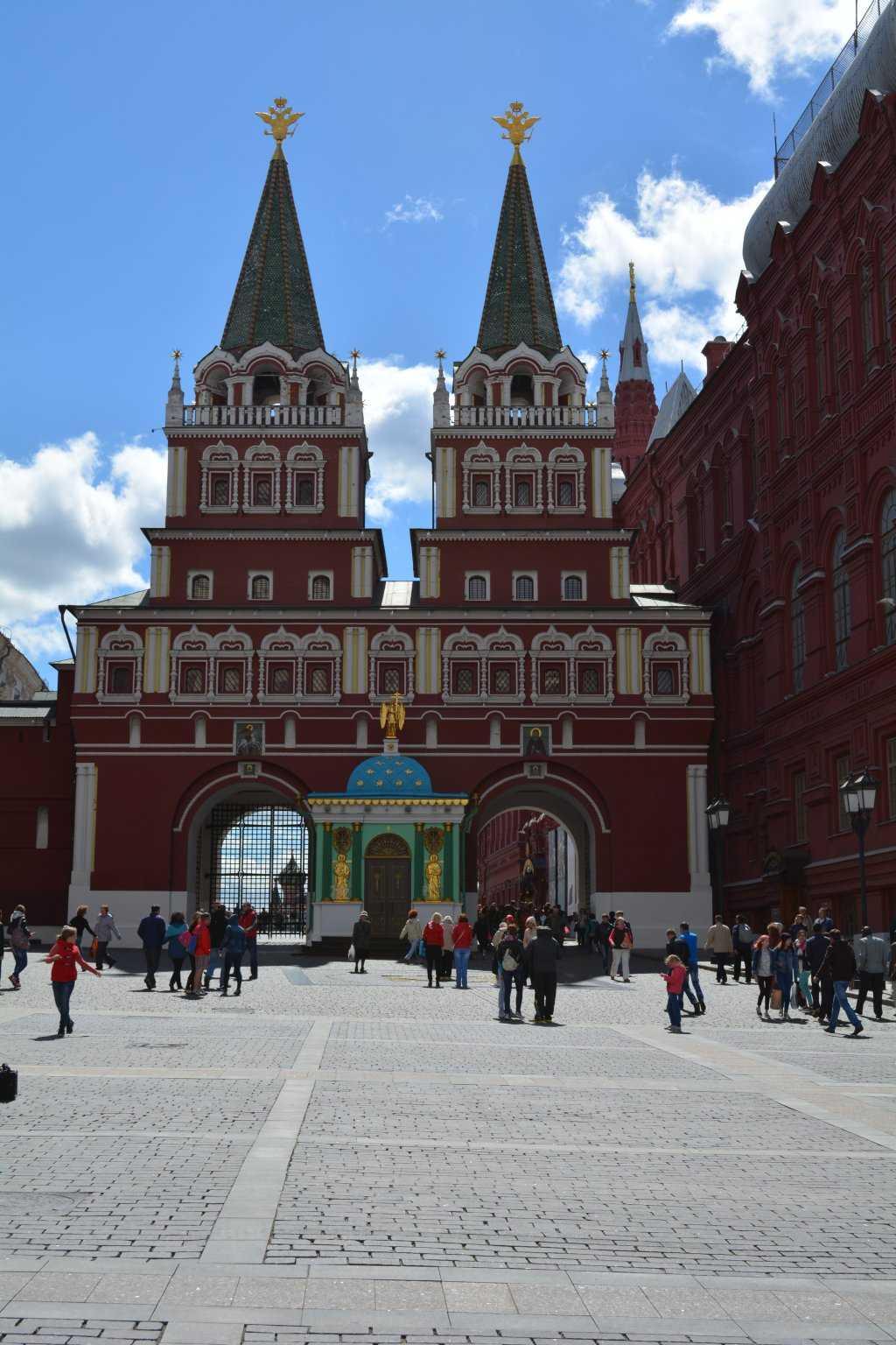 Diriliş Kapısı - Kızıl Meydan girişi