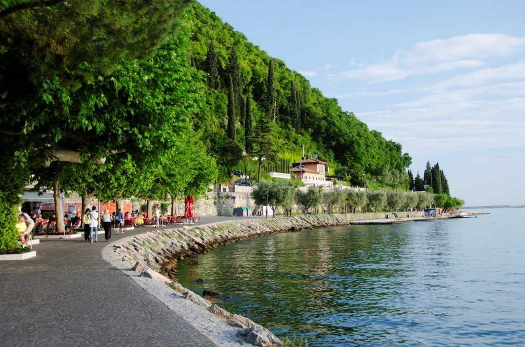 Garda Gölü ve yemyeşil Garda Kasabası…