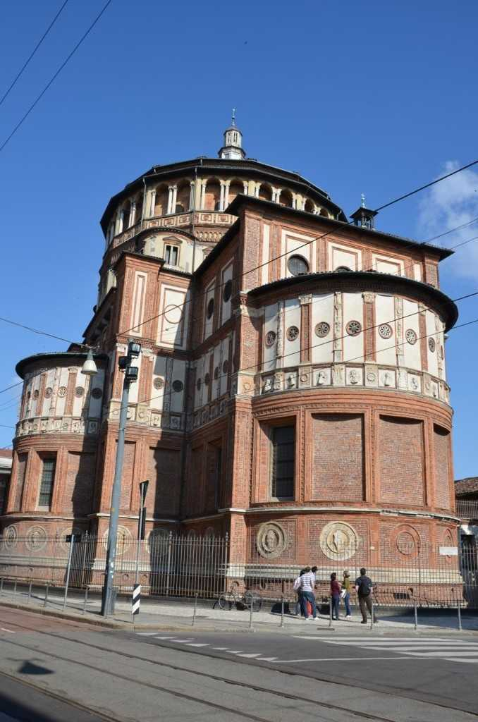 """Milano'da Leonardo da Vinci'nin """"Last Supper"""" adlı suluboya freskine ev sahipliği yapan Santa Maria delle Grazie Kilisesi…"""