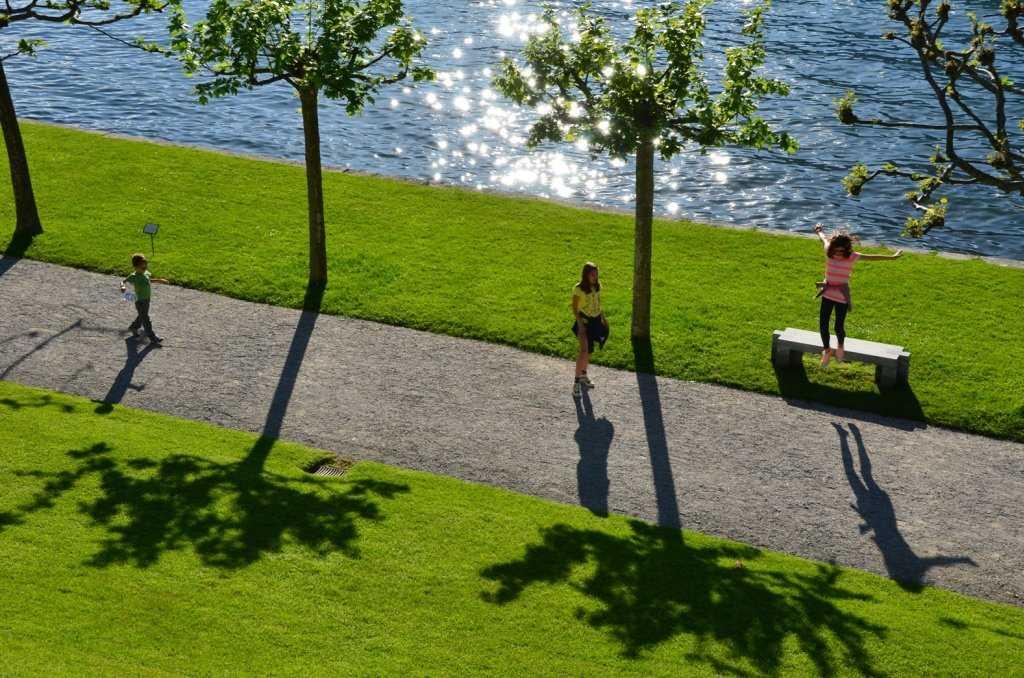 I Giardini di Villa Melzi - Ağaçlı koridor çocukların oyun alanı…