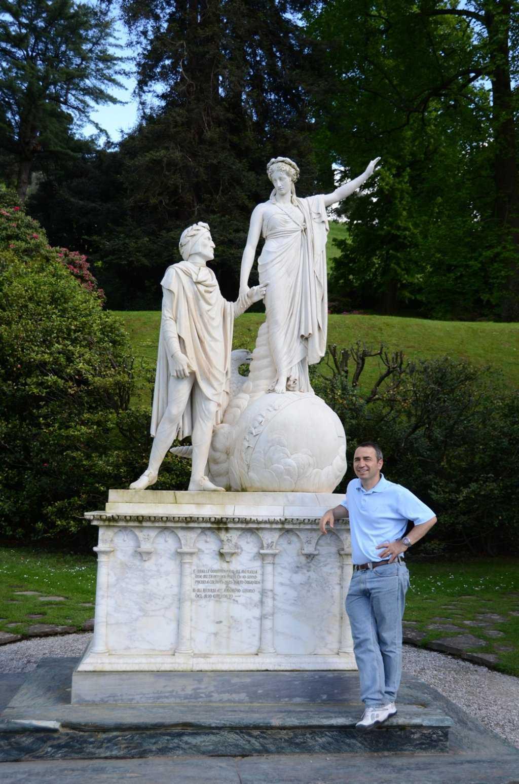 I Giardini di Villa Melzi – Şapelin karşısındaki Dante ve Beatrice heykeli…
