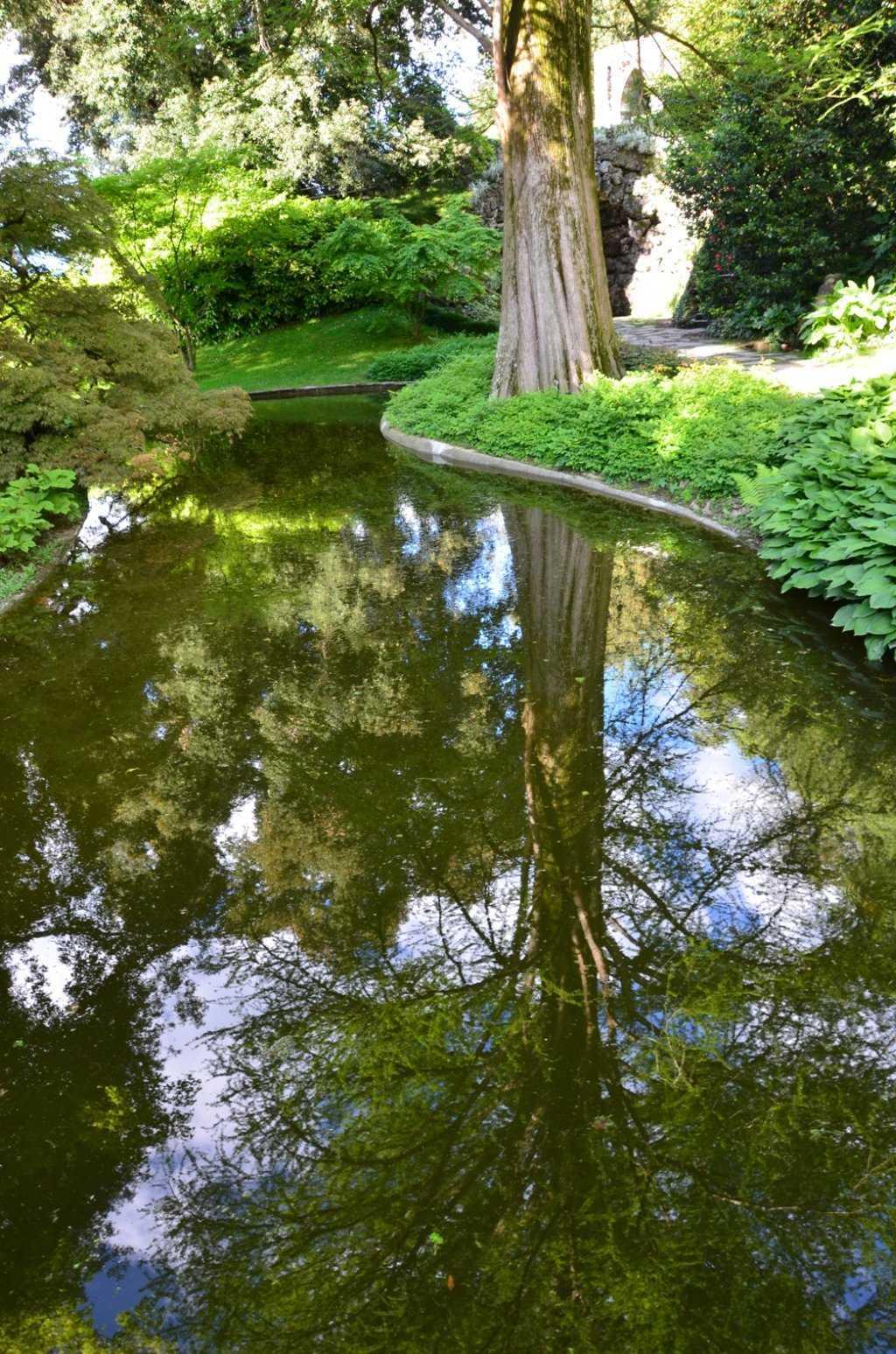 I Giardini di Villa Melzi – Göletlerdeki yansımalar görsel bir şölen sunuyor…
