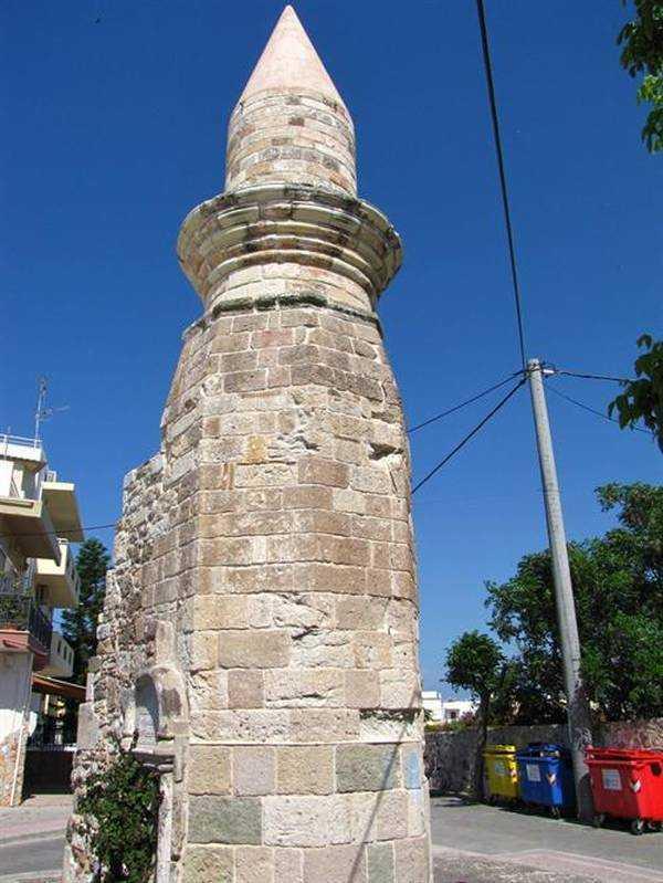 Yeni Kapı Camii minaresi