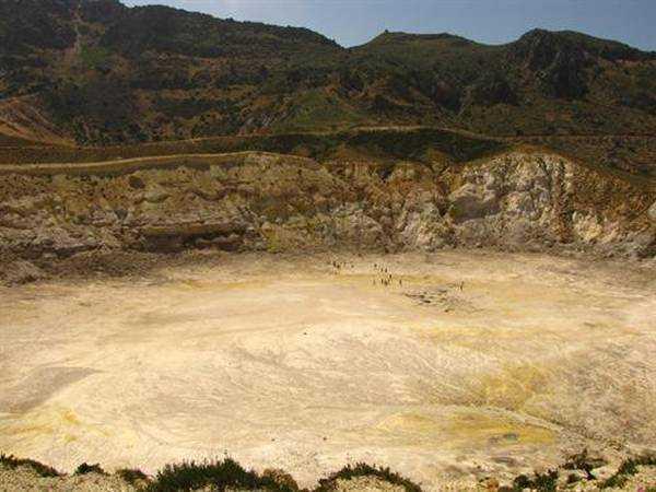 Kraterin tepeden görünüşü