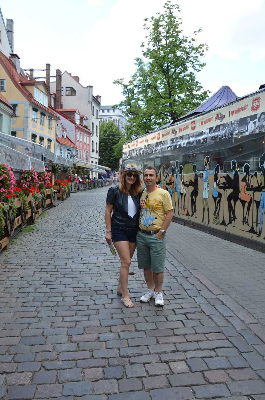 Riga'nın çiçeklerle süslü caddesi… Meistaru iela…