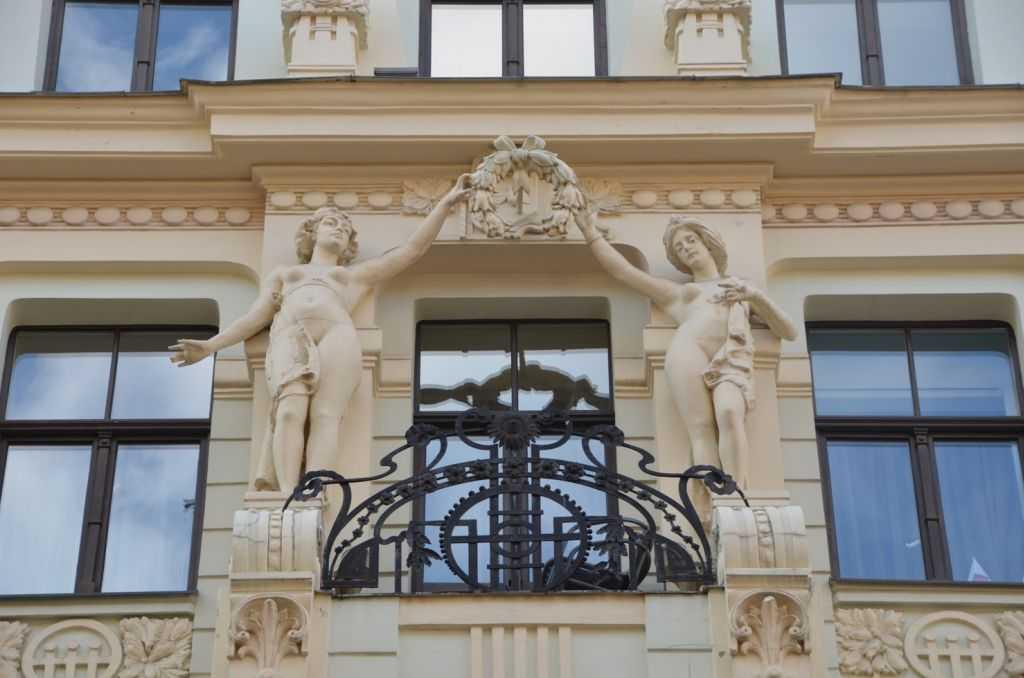 Smilšu  iela 8 adresindeki bir diğer Art Nouveau binadan detay…