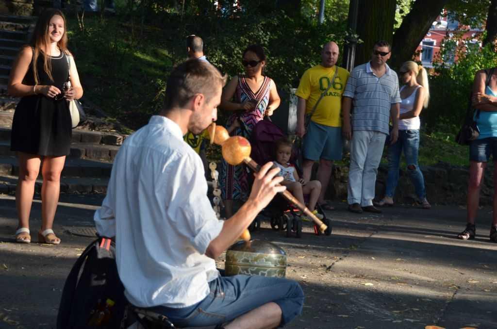 Daugava Nehri kıyısındaki Bastejkalns Parkındaki bu ilginç çalgılardan muhteşem bir ses çıkıyordu…