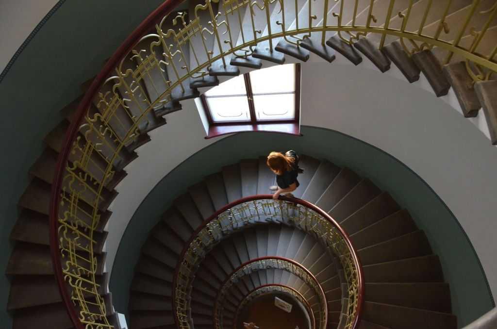 Riga Art Nouveau Müzesi giriş apartman merdivenleri… 1903, Mimar KonstantinsPēkšēnsve Eižens Laube.