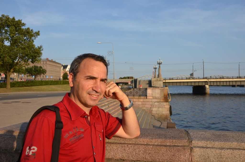 Riga'da Daugava Nehri kenarında yürümek büyük zevkti… The Stone Bridge - Akmens tilts – 503 metre uzunluk, 27 metre genişlik. Yapım yılı 1955-1957…