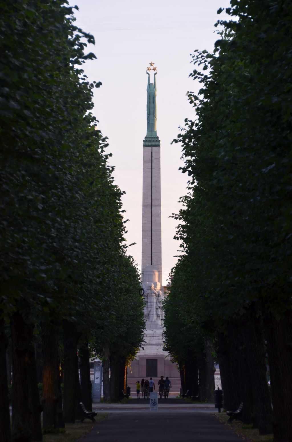 Letonyalı heykeltıraş Kārlis Zāle tarafından tasarlanan özgürlük anıtı…