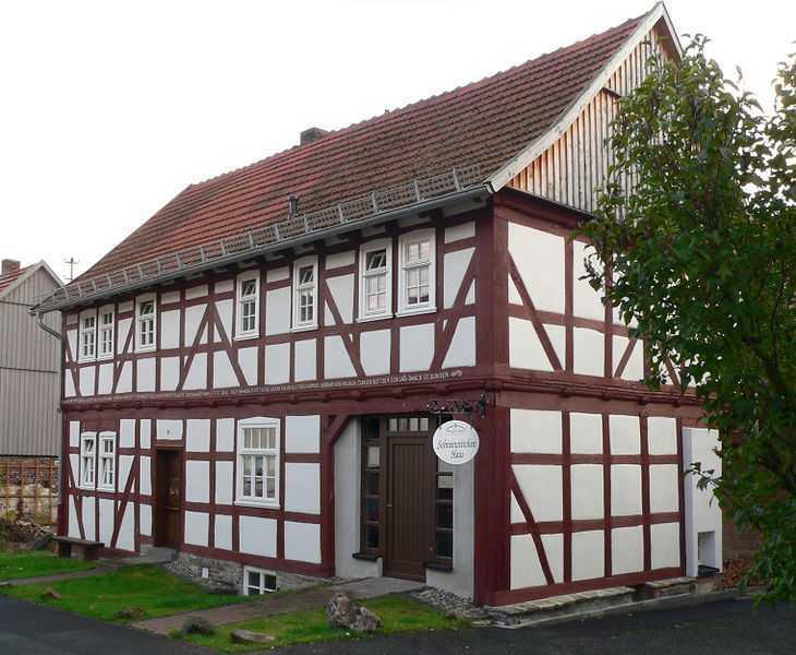 730px-Bergfreiheit_HE_Schneewittchenhaus