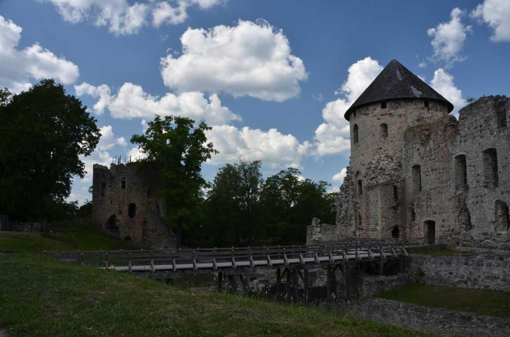 Letonya'nın Cesis kentinde 13. Yüzyıldan kalma kale kalıntıları…