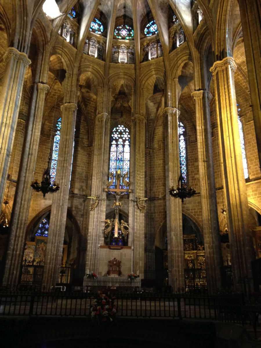 Katedral iç kısım