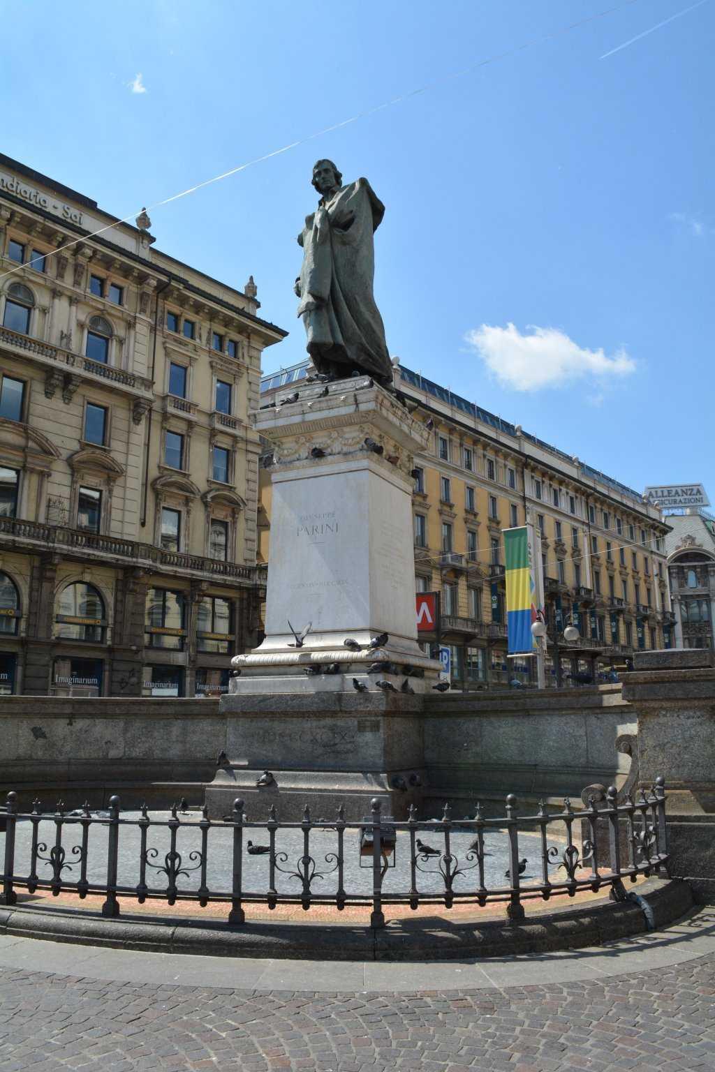 Piazza Cordusio - Giuseppe Parini Heykeli