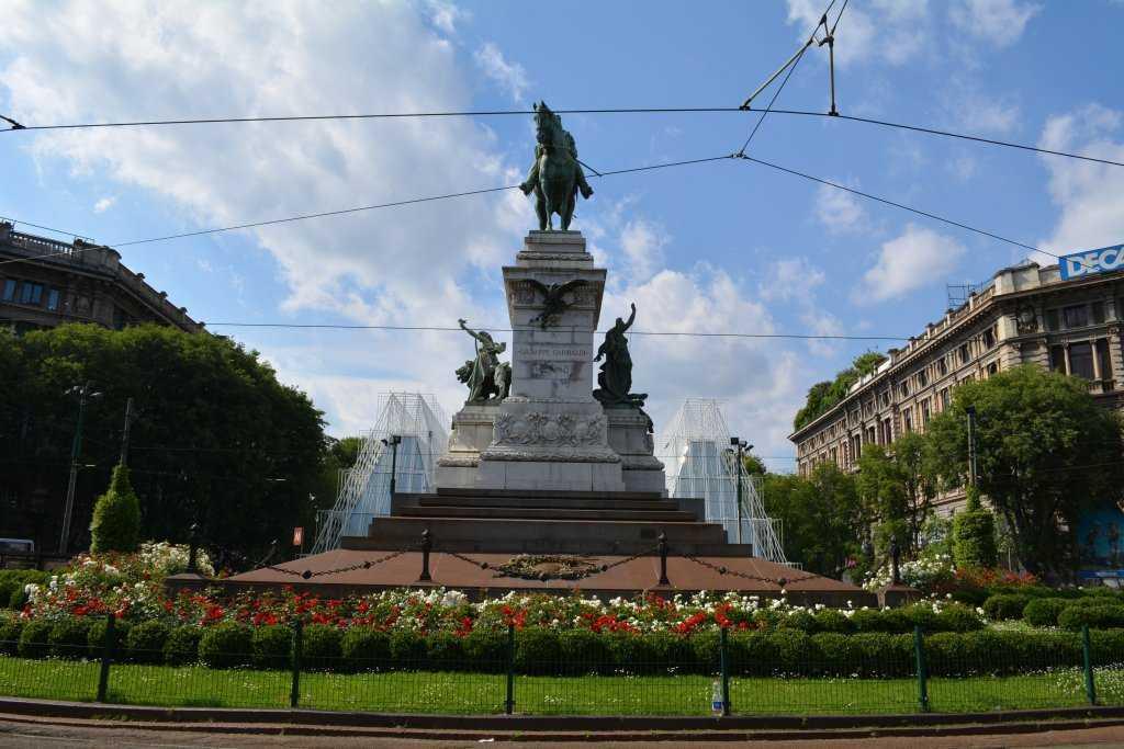 Giuseppe Garibaldi'nin anıtı - Piazza Carioli