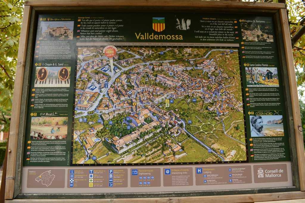Valldemossa kasabasının girişi