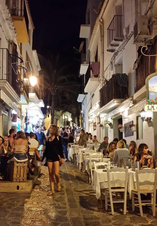 Plaça de la Vila Meydanı civarı